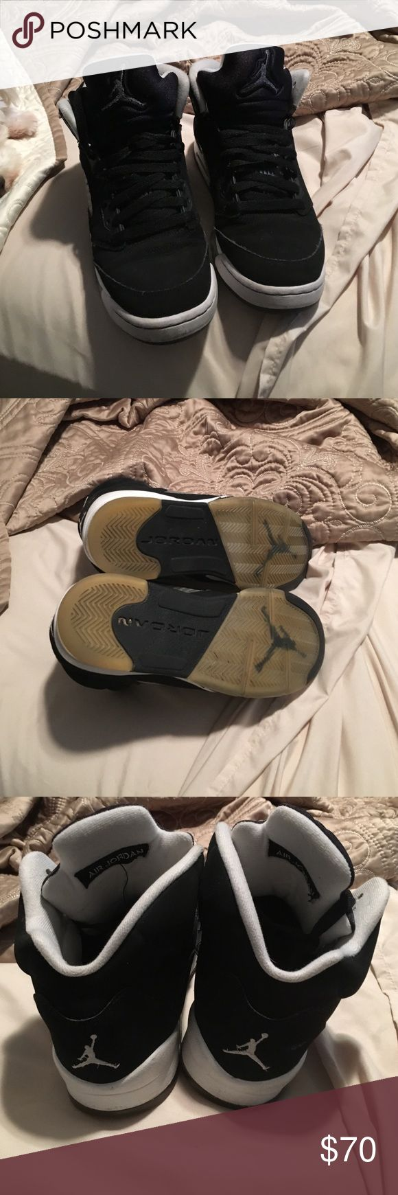 Air Jordan Retro Oreo 5 Have gotten some good use but are still very wearable and comfy. Buy some sole cleaner and the yellow fade will turn to its original icy color. (THIS IS THE ONLY PAIR, SEVERAL SIZES ARE LISTED TO SHOW THE RANGE OF SIZES IT FITS)  Size: 6 Boys/7-7.5 Womens  SMOKE FREE 🚭 HOME W/ A HYPO-ALLERGENIC DOG 🐶  *All items are washed before shipment. Jordan Shoes Sneakers