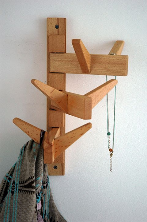 COATRACK SWING. Wall coatrack with 3 swinging arms. Beechwood