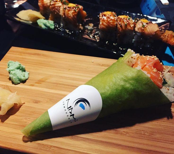 Το ωραιότερο σουβλάκι ever με Σολωμο αβοκάντο αγγούρι τυλιγμένο σε φύλλο σόγιας!!!!Συγκλονιστικο!!!#namisushibar#deliciousfood