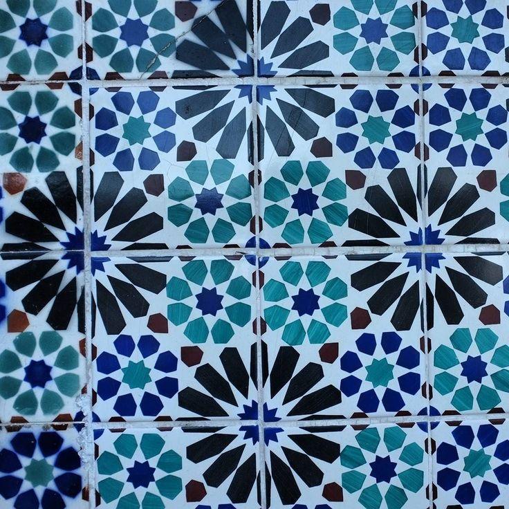 Colourful tiled walls in #Lisbon #Portugal.  #euroscenes #travel #traveling #europetravel #traveleurope #europe #europeanvacation #lisbonscenes #lisbonlovers #lisbonportugal