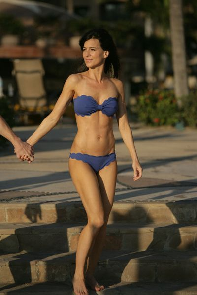 We love the blue bandeau bikini actress Perrey Reeves, who ...