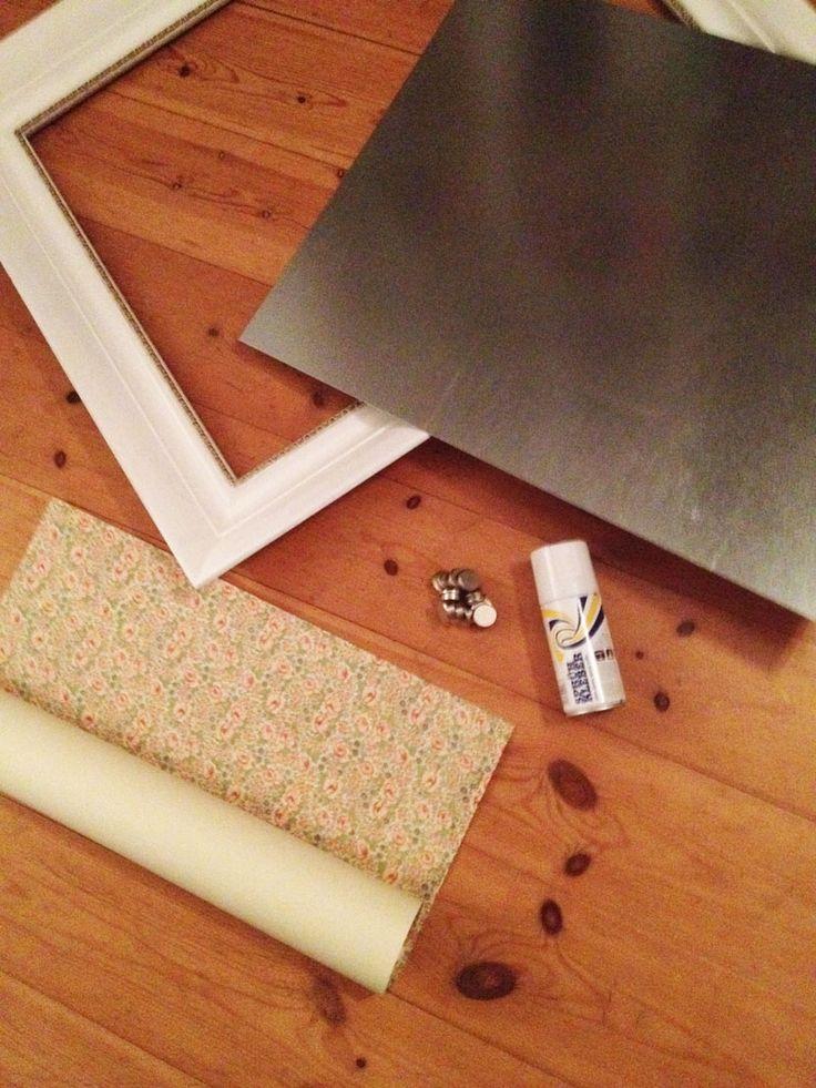 Was wird benötigt? 1. Rahmen, 2. zugeschnitte Metallplatte, 3. schönes Papier, 4. Sprühkleber, 5. Magnete