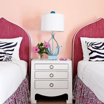 15 ways to decorate with pantone 39 s 2016 colors of the year for Ways to decorate your bedroom walls