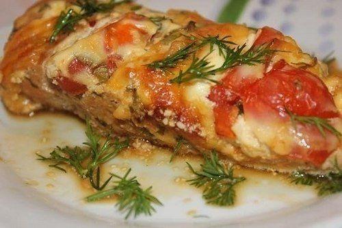 Курицу к Новогоднему столу мы предлагаем приготовить по этому беспроигрышному и очень вкусному рецепту.