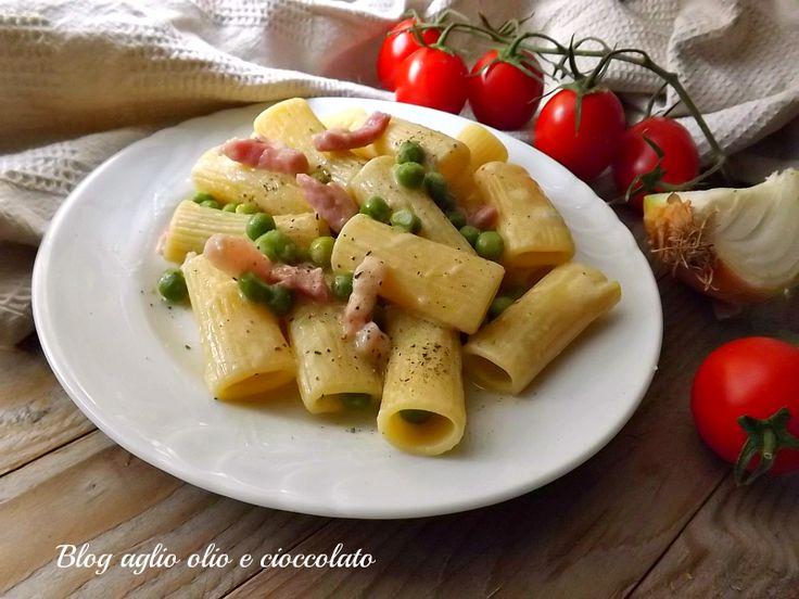 la pasta con piselli pancetta e gorgonzola è un piatto molto semplice da fare cremoso e ricco di sapore ed è un piatto che piace tanto ai bambni