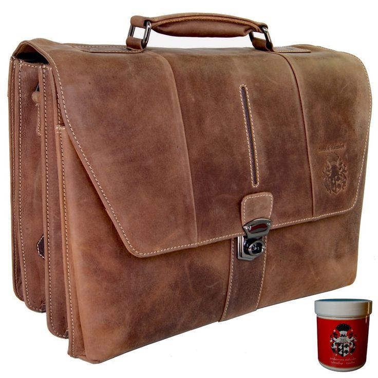 Diese große Aktentasche BERTOLD BRECHT aus Leder bietet Herren und Damen so viel Stauraum, dass Sie an jedem Ort Ihrer Wahl bestens gerüstet sind.Durch die große Herren Aktentasche wird Ihr Büro mobil!Sie suchen eine große...