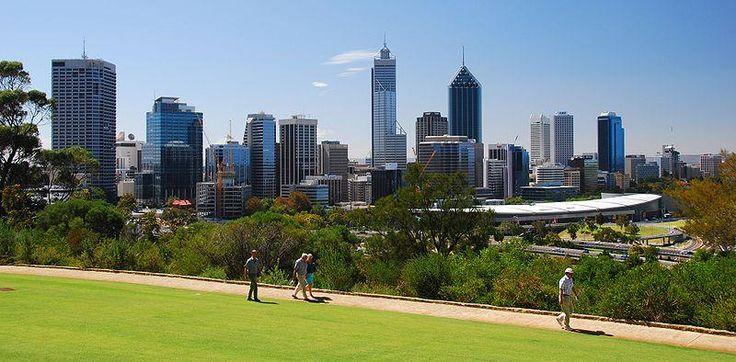 21.- Perth. Panorama de la ciudad de Perth, en la Australia occidental.