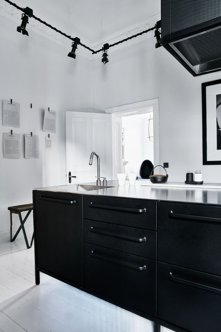 Scandinvaian simplicity in Gothenburg Sweden, where a familiy of four has opted for a black, modular Vipp kitchen - a contemporary kitchen in classic frames