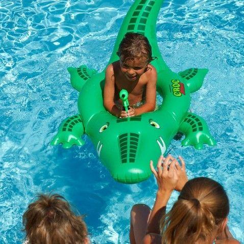 Les 25 meilleures id es de la cat gorie nageurs sur for Attaque de crocodile dans une piscine