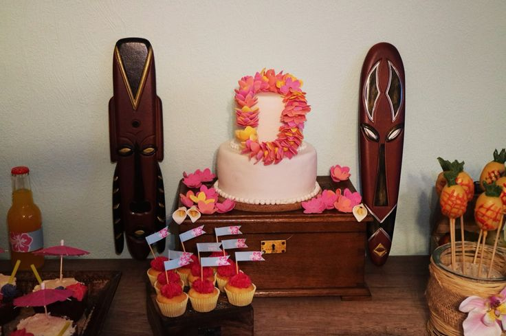 Hawai tiki Party dessert table cake aloha