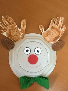 paper plate and handprint reindeer craft idea for kindergarten