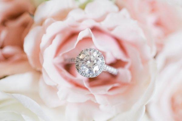 Round halo engagement ring | Thompson Photography on @myhotelwedding via @aislesociety