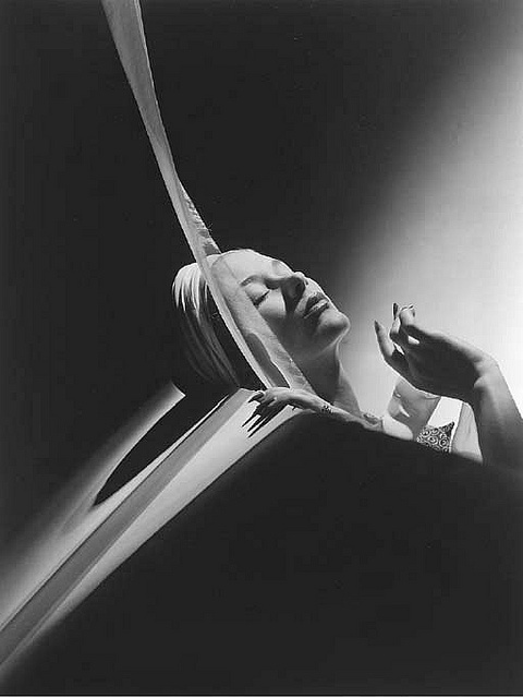 Lisa with Turban 1940, photo by Horst P Horst