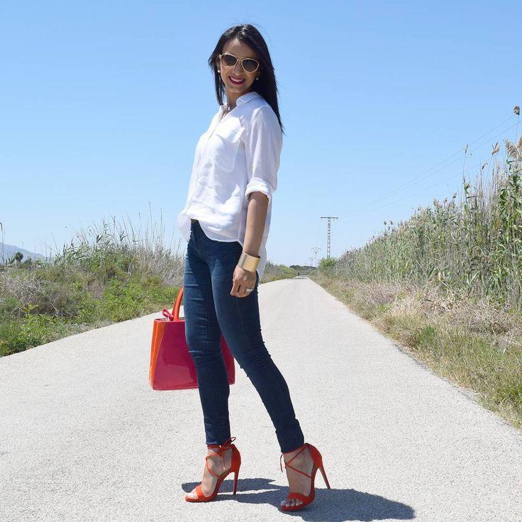 Look sandalias rojas, camisa blanca fluida, bolsos rojo, @JustFabES outfit rojo