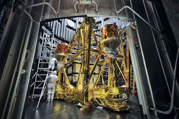 Le télescope spatial James-Webb (James Webb Space Telescope), est un télescope spatial développé par la NASA avec le concours de l'ESA. Il doit succéder en 2018 au télescope spatial Hubble pour l'observation dans l'infrarouge mais ne permet pas, comme celui-ci, d'observer le spectre lumineux dans l'ultraviolet et en lumière visible. D'une masse de 6 200 …