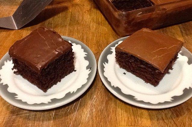 Torta al cocco e cacao morbida con glassa al cioccolato