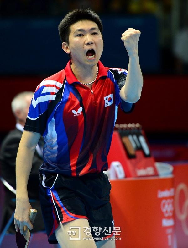 은메달을 확보한 유승민 선수의 모습입니다. 결승 경기는 8일에 열립니다. [경향포토]유승민의 화이팅 http://j.mp/OH0fbN