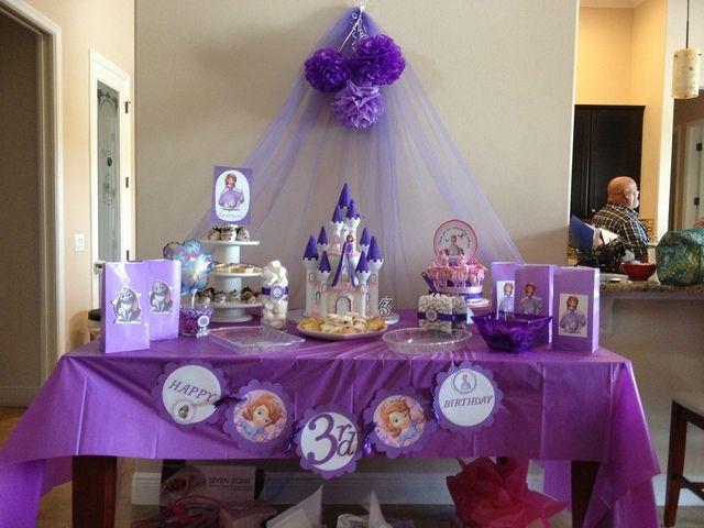 Decoración de mesa de fiesta princesa Sofía. #GiestaPrincesaSofia