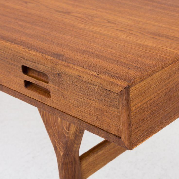 Desk in oak