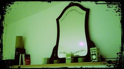 Dressing Mirror restored in wenge. Mirall de moble tocador restaurat en wengué.