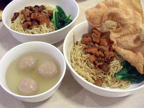 Yah, that's right! It's Indo bakmi bakso pangsit abang abang (street food noodle soup with beef balls and wonton)