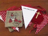 Originele Sinterklaas slinger, rood-met-witte stippen, mijter, beschrijfbaar verlanglijstje en jute zakje. Ik vind het helemaal geweldig!