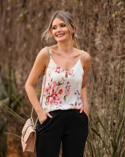 2cd543a942abea Regata Floral em crepe com alça fina   Moda em 2019   Blusa regata ...