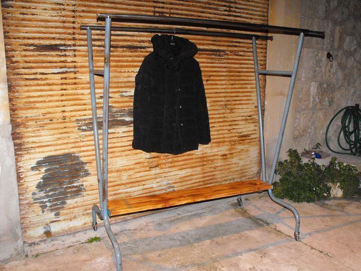 Portant a vetements vintage 1950 1960 portant industriel en acier double barres sur roulettes - Portant vetement bois ancien ...