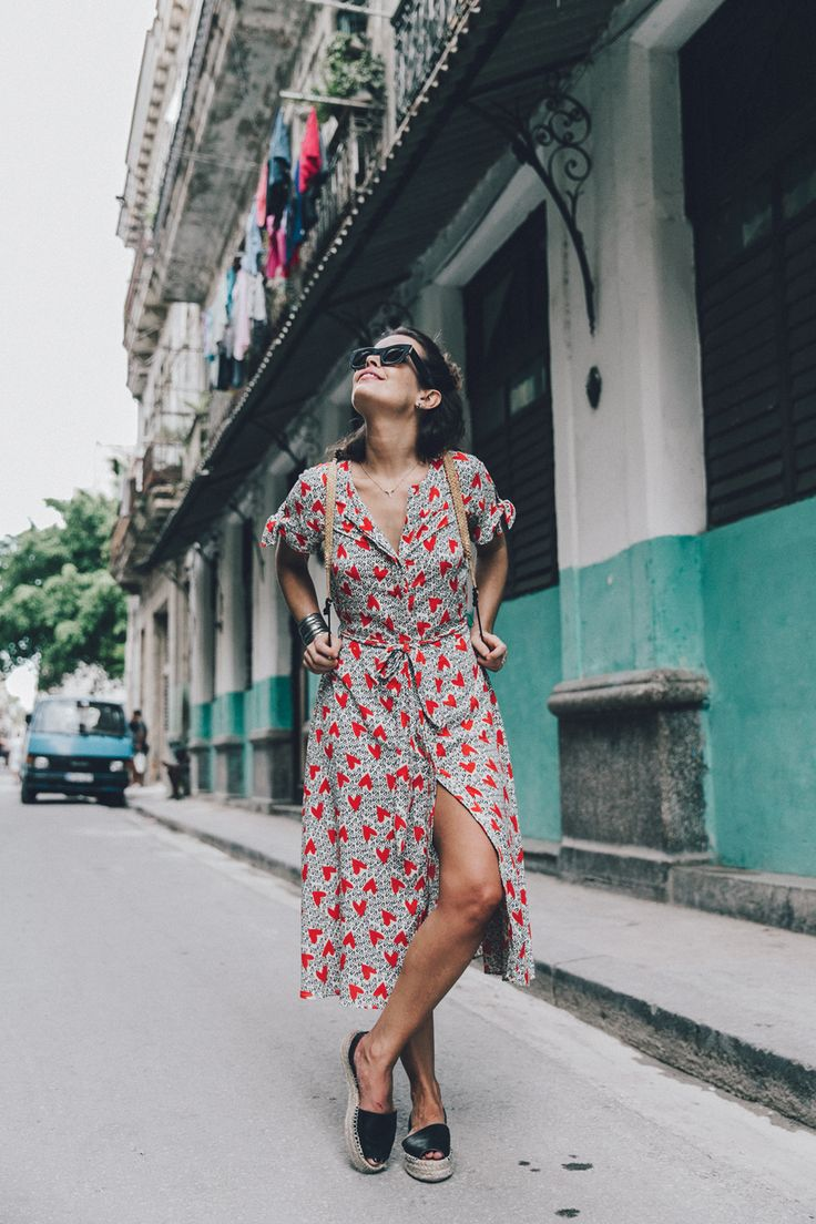 Cuba-La_Habana_Vieja-Hearts_Dress-Styled_By_Me-Aloha_Espadrilles-Outfit-Street_Style-Dress-Backpack-14.jpg (1050×1575)
