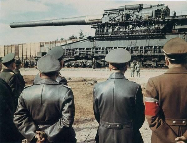 Hitler and some other high-rank Nazis take a look at the massive railway gun, the Schwerer Gustav in 1942.