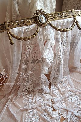 Ana Rosa. Romantic lace and pretty bed crown. TG