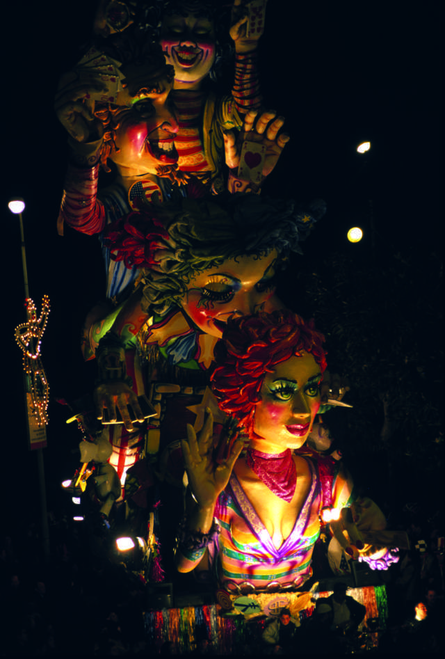Sicily - Carnival in Sciacca: let's go where the floats born!