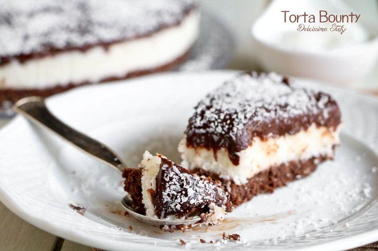 Un dolce delicato, cremoso, irresistibile e SENZA COTTURA, la Torta Bounty è perfetta in qualsiasi periodo dell'anno. Morbida e dal sapore unico.