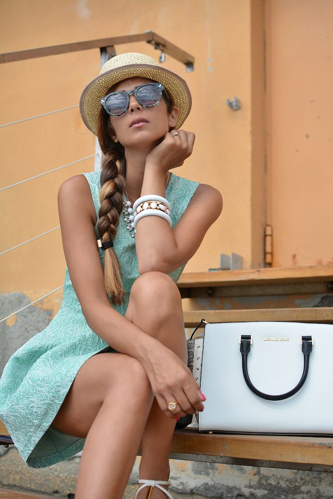 Feeling like a Doll - http://www.cosamimetto.net/2014/08/vestito-verde-spiaggia-pinko-pinko-dress-straw-hat-selma-michael-kors-bag-vestito-a-palloncino-verde-acqua-fiori-fantasia-floreale-ricamo-cappello-di-paglia-sandali-borsa-di-michael-kors-fashion-blogger-famosa.html