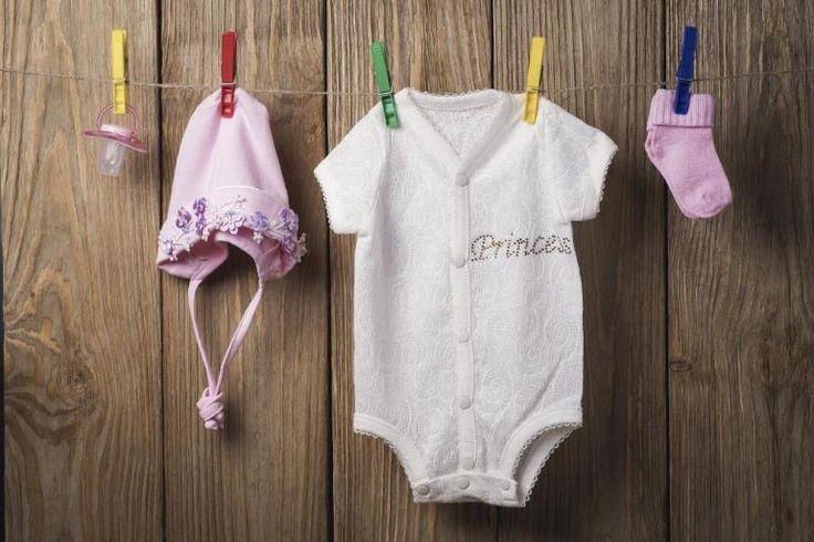 Babyshower Girlande #dekoration #babyshower #girlande #babykleidung