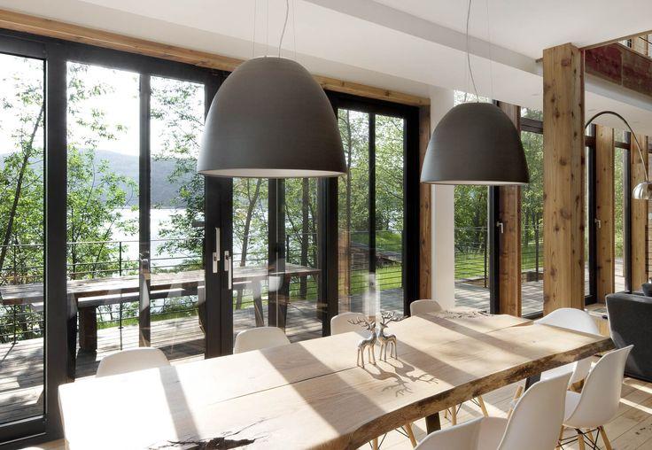 design et concept d' une maison ecofriendly, faite avec des matériaux recyclés, dans une volonté d' intégration totale avec le paysage