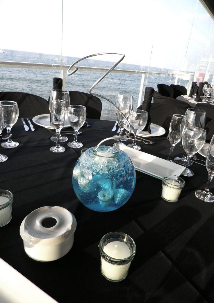 centros de peceras con gelatina y nacares junto al mar