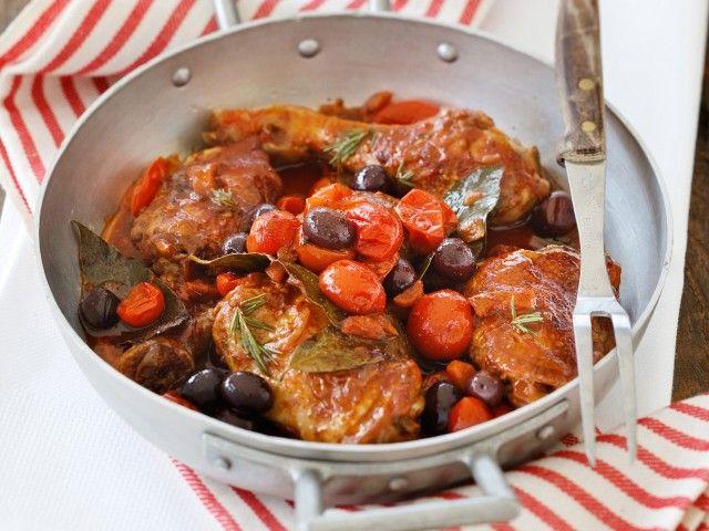 POLLO ALLA CACCIATORA Il pollo alla cacciatora è un tipico piatto toscano, ma amato e gustato in tutte le regioni d'Italia