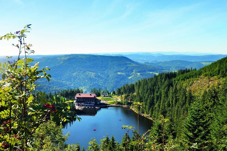 Black Forest Germany Mummelsee mit neuem Hotel