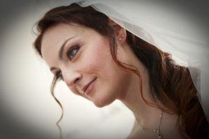 http://www.lemienozze.it/operatori-matrimonio/trucco_e_acconciatura/look-maker-roma/media/foto/2  Stile e bellezza in un'acconciatura sposa e un trucco delicato