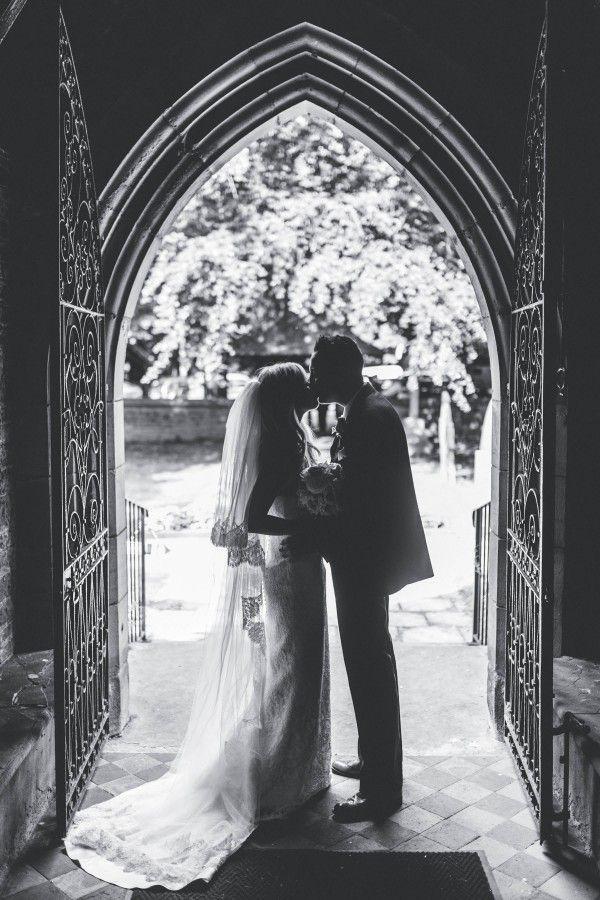 Süße englische Hochzeit im Großen Saal am Mains Claire Penn Fotografie