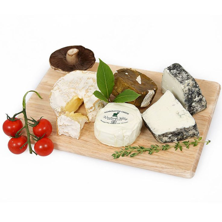 The Cream of the Cotswolds is a collection of wonderful single-estate handmade award winning cheeses from  winner at the British Cheese Awards #cotswoldcheese #artisanproducers #shoplocal #cheeseboard #cotswolds #cotswoldfamilyholidays