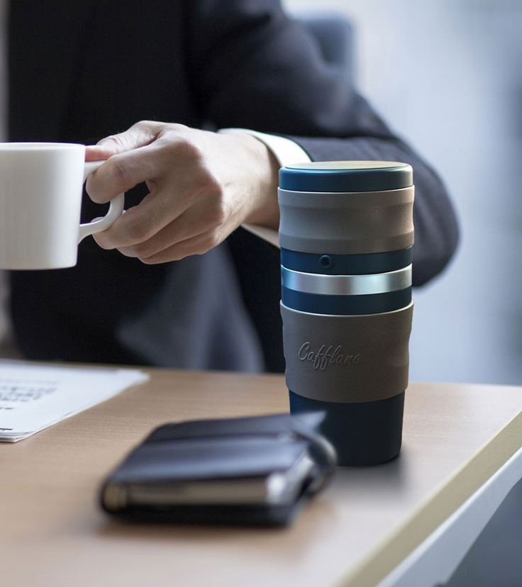 Cafflano Klassic ist mehr als nur ein Thermobecher für unseren innig geliebten Kaffee, hier werden Kaffeemühle, Kaffeefilter und Becher in einem Produkt vereint. So kann man jederzeit frischen Kaff...