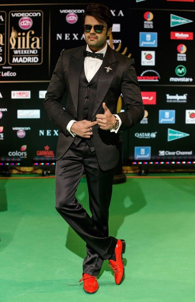 Manish Paul | Here Is What Bollywood Celebrities Wore To IIFA Rocks 2016