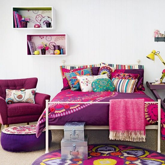 Love this colorful bedroom-- perfect for my daughter who loves purple! :)