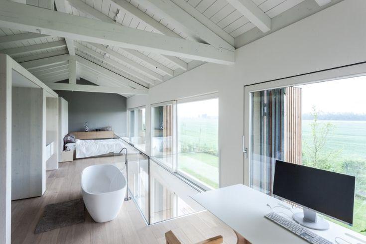 Van oude verlaten schuur naar modern huis met open indeling - Roomed