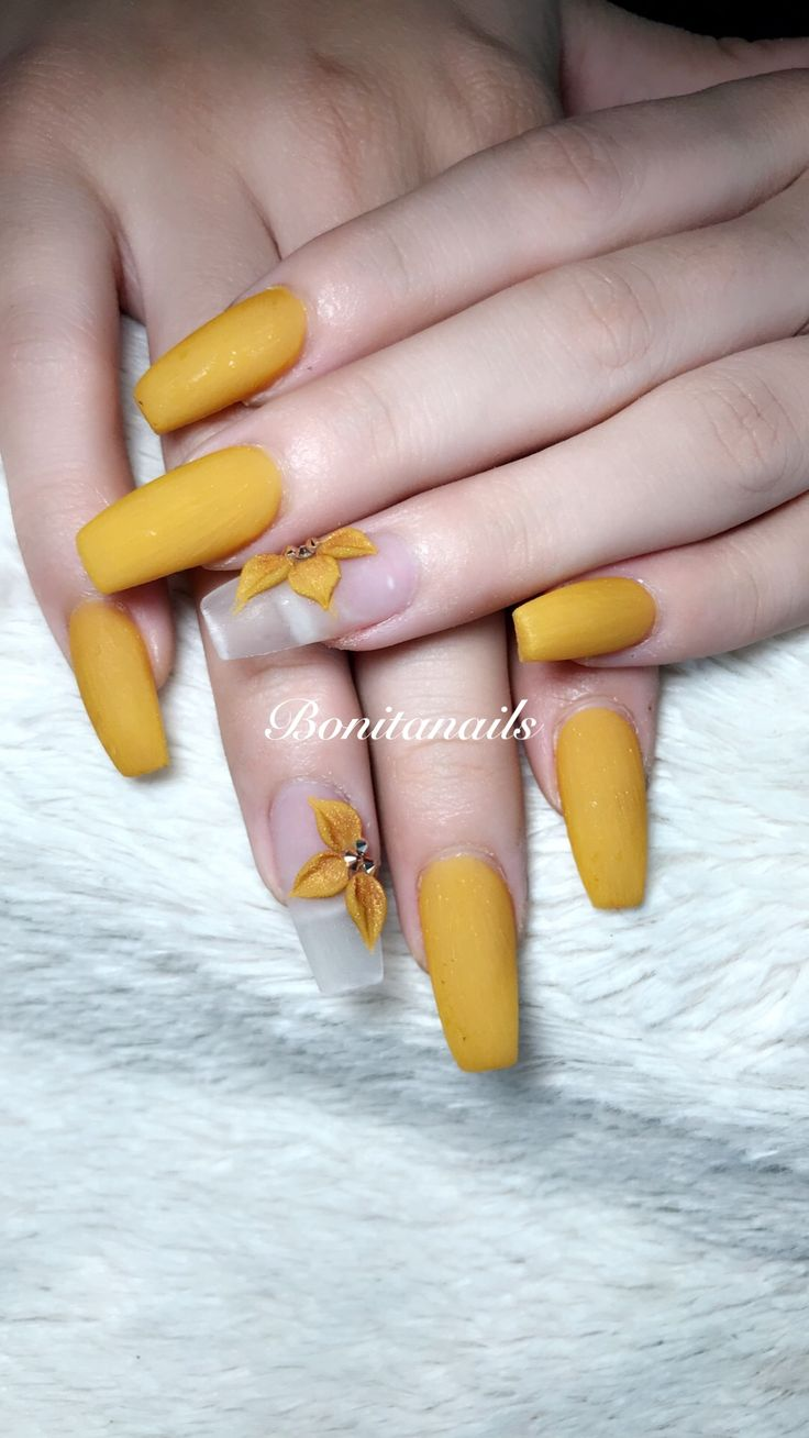 Matte nails color mostaza 3D flores 3d flowers Bonitanails