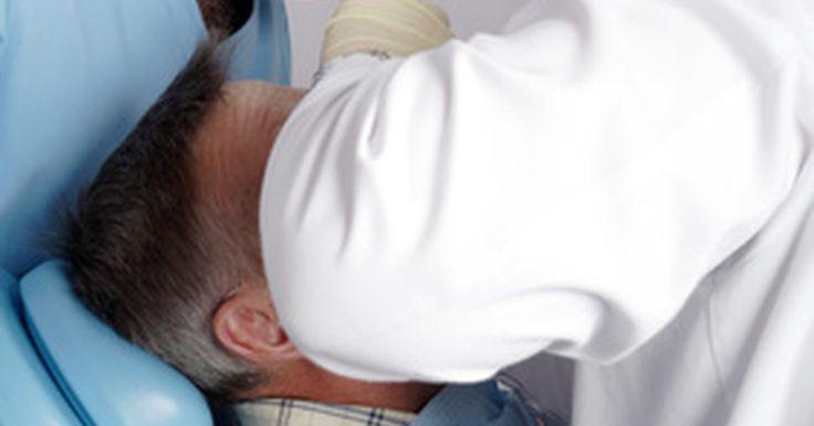 ¿Cuánto cuesta un tratamiento de conducto sin seguro dental?. Una vez que un dentista determina que un paciente necesita un tratamiento de conducto y éste no posee seguro dental, uno se pregunta: ¿cuánto cuesta un tratamiento de conducto sin seguro dental?