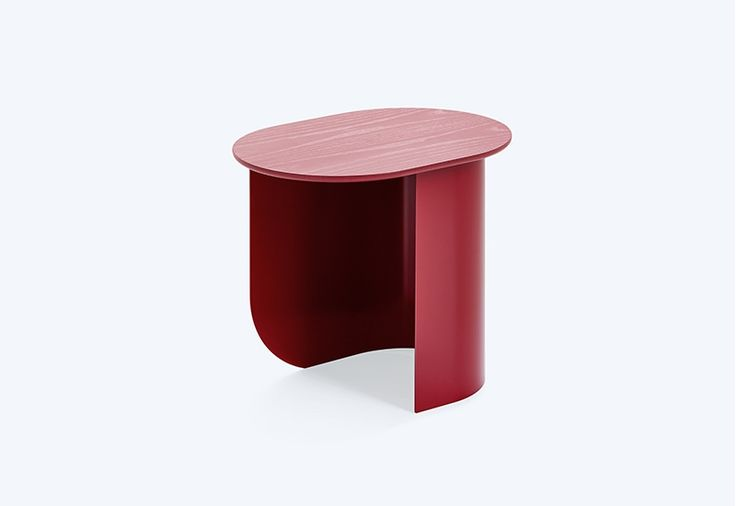 196€ bout de canapé With its bent metal sheet base and wooden top, this side table is the perfect combination of lightness and stability - we think. We loved it right from the start, and we hope you will love it just as much. Designed by: Studio Terhedebrügge, Berlin