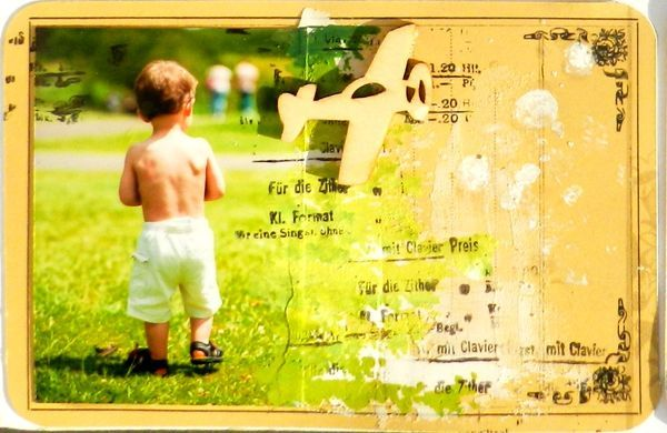 Pocket Page scrapbooking is simple and effective at getting a lot of photos scrapbooked quickly! All you really need are: photos, pocket pages and a few Prima products to make your pages look amazing! Today we have two fabulous gals who put their own spin...